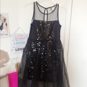 ✨MESH AND SEQUENCE BLACK DRESS